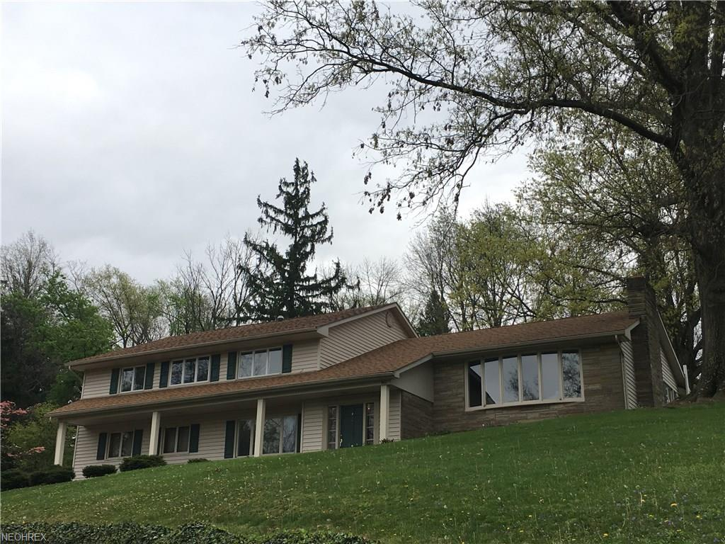 860 Severn Dr, Coshocton, OH 43812
