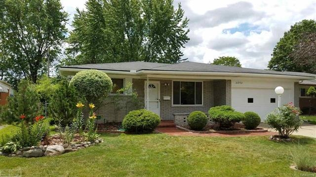 2852 CHESTERFIELD DR., TROY, MI 48083