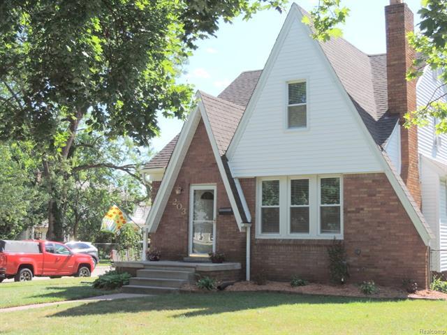 203 S GAINSBOROUGH Avenue, Royal Oak, MI 48067