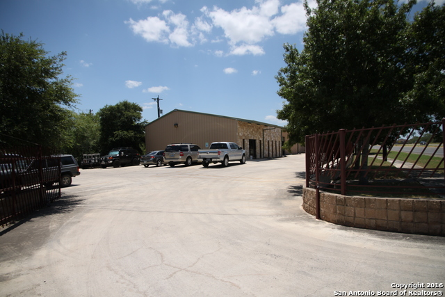603 E CHAVANEAUX RD, San Antonio, TX 78221