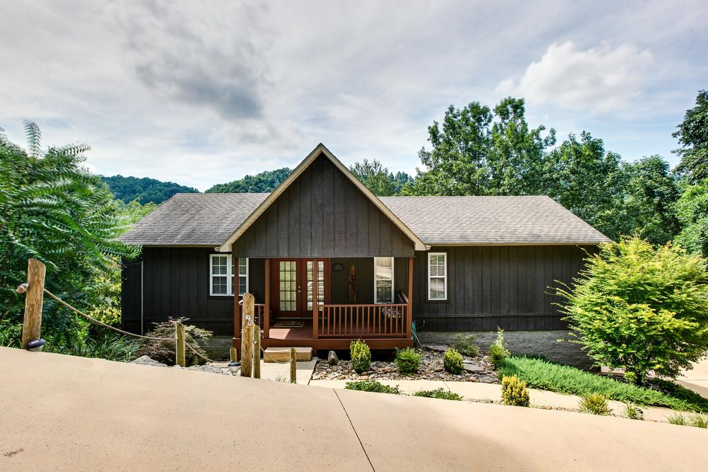 325 Silver Point Rd, Silver Point, TN 38582