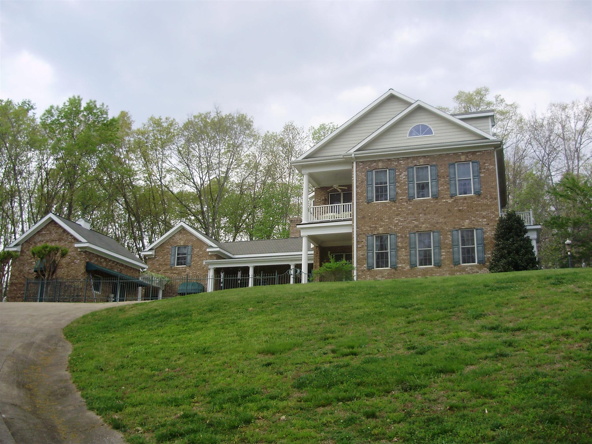 375 Raven Bluff Rd, Lawrenceburg, TN 38464