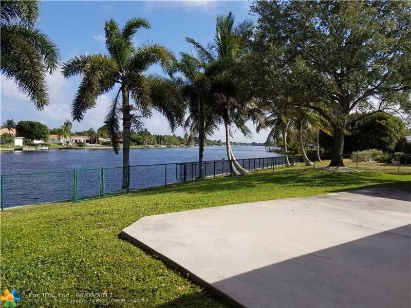 6900 Carissa Circle, West Palm Beach, FL 33406