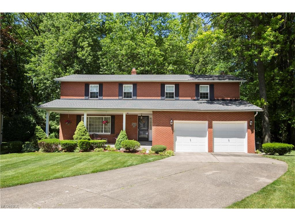 6723 Warrington Dr, North Olmsted, OH 44070