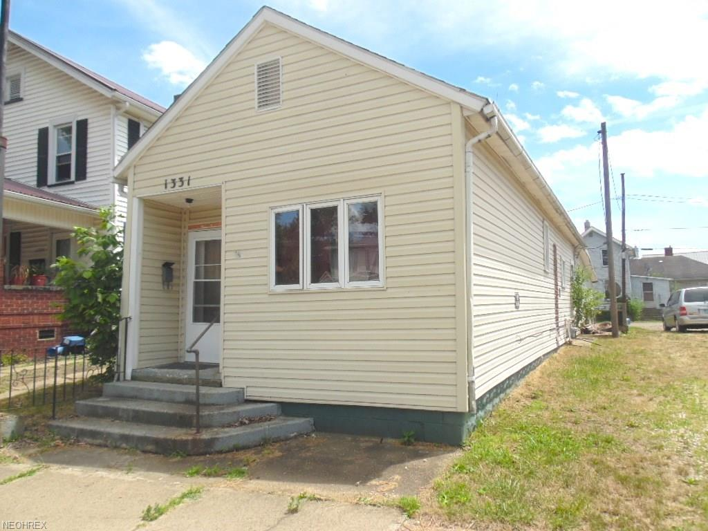 1331 Chestnut St, Coshocton, OH 43812