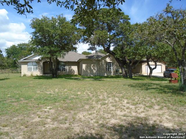 272 SADDLE LN, Floresville, TX 78114