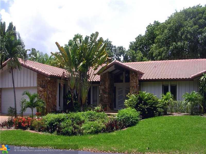 345 Jacaranda Dr, Plantation, FL 33324