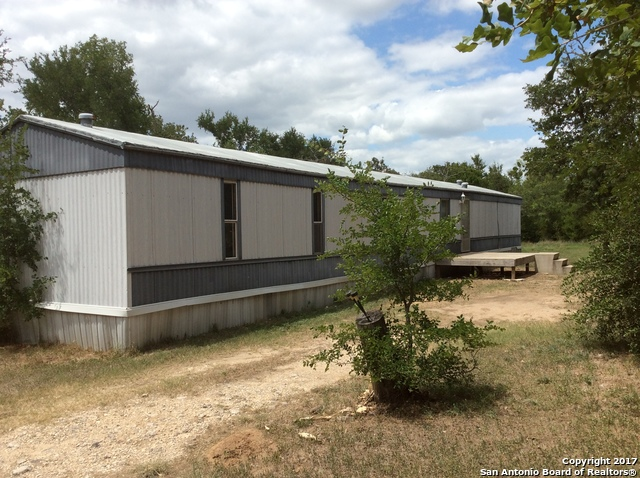 925 Union Hill Rd, Luling, TX 78648