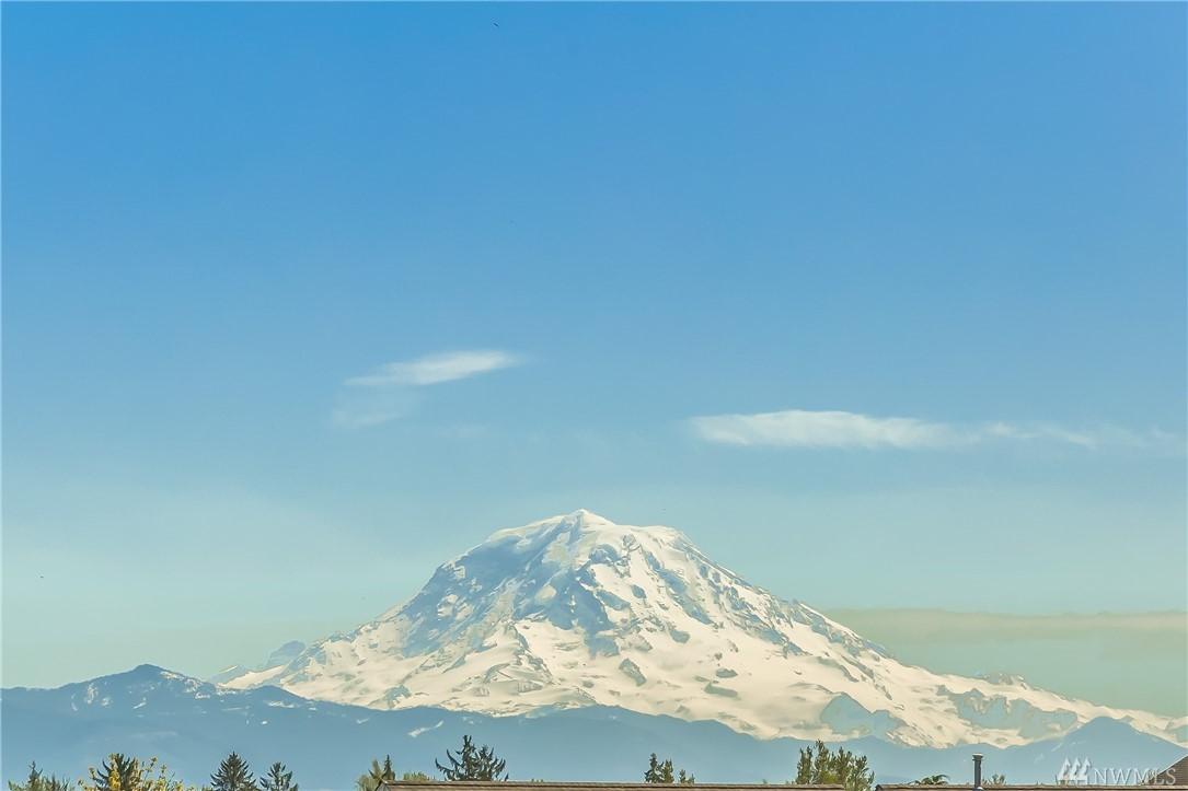 4602 Country Club Dr NE, Tacoma, WA 98422